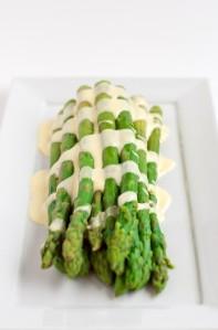 Asparagus-with-Hollandaise