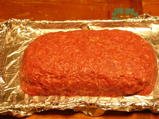 Top with remaining half of meatloaf mixture. Spread out to edge to cover completely and smooth out to seal.